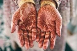1-hands_cup_henna